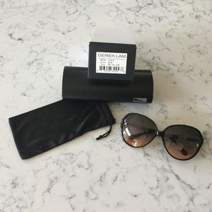 Derek Lam sunglasses Lucy black plastic frame
